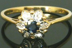 Gold Diamond Daisy Cluster Ring ca. 1967 - with 6 diamond's round cut  0.25ct & 1 Natural Round Cut - Sapphire