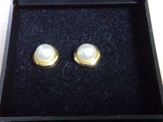 Pair of 18 kt gold earrings with cultured pearls