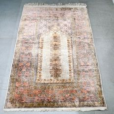 No reserve – Great opportunity: Gorgeous 100% silk Kayseri Persian carpet - 130 x 90 - with certificate