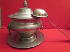 Large tin tureen, its dish and its ladle are of tin