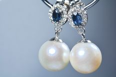 Gold (18 kt) earrings with 32 diamonds and 2 natural blue sapphires with spherical South Sea Australian pearls, 10.80 mm ***No reserve price***