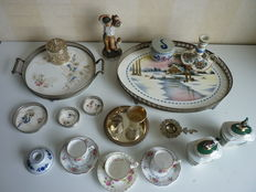 Varied lot with 19 pcs brocante: candleholders, cups, trays, sugar and cream set, figurine, mustard pot and coasters