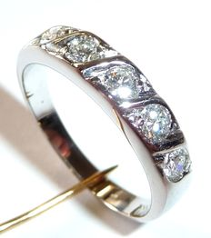 Half-memory eternity ring in 14 kt / 585 white gold, 5 brilliant-cut diamonds totalling 0.75 ct.