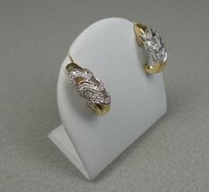 Gold earrings of 14 kt with 31 diamonds