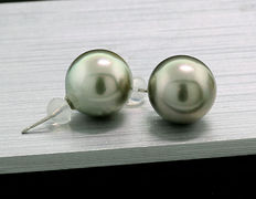A pair of Tahition pearl earrings, approx. 11.4 mm diameter, 900 platinum - no reservation