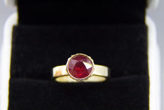 14k gold ring with 2.66 ct  ruby. Ring size: 17 mm.