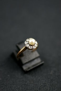 Antique pearl ring with diamond entourage