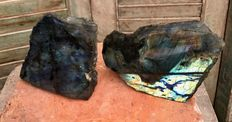 Labradorite free-forms, polished on one side - 13,8 and 19,5 cm - 3,11 kg  (2)