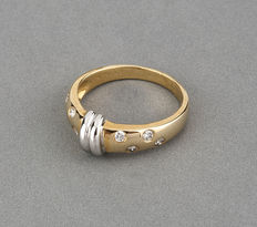 Yellow gold and white gold ring with eight diamonds.
