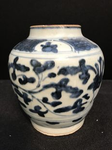 blue and white porcelain jar - China - Late Ming ca. 1640