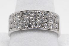 Women's diamond memory ring, 1.80 ct