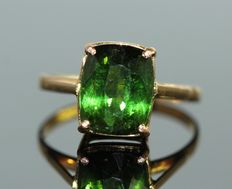 18 kt gold ring set with natural green tourmaline, 3.50 ct
