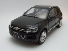 Welly GT Autos - Scale 1/18 - Volkswagen Touareg V6 TSI