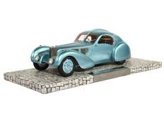 Minichamps - Scale 1/18 - Bugatti Type 57SC Atlantic 1936