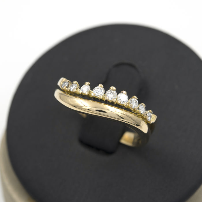 Yellow gold engagement ring with brilliant cut diamonds – Ring size 17 (Spain)