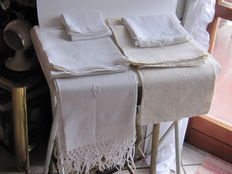 6 linen towels with fringes and damask, all monogrammed, Italy 19th century
