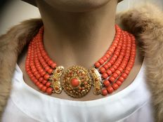 Antique, approx. 1880 Walcheren. Beautiful large gold clasp & 5 strands of 100% genuine precious coral. Beautiful warm colour.