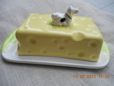 Cheese cover of pottery in the shape of a Dutch Swiss cheese with cow