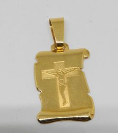 18 kt yellow gold plaque pendant with Christ engraved