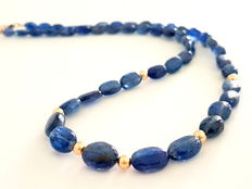 Necklace made of kyanite beads, with 585/1000 gold clasp and 585/1000 in between beads
