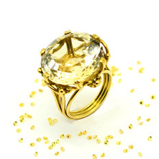 Gold ring with large yellow topaz – 38.60 ct