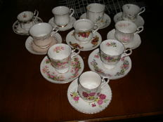 Lot with 10 English cups and saucers