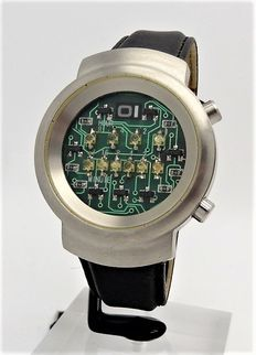 OI The One Binery - men's wristwatch - circa 2012 - unworn