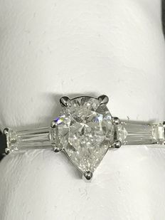 Ring in 18 kt white gold with diamonds, total carat weight: 1.20 ct, colour F, clarity VS, size 13