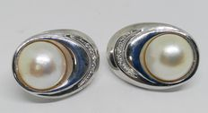 Pair of 18 kt white gold earrings – Mabé pearls measuring 13 mm – Weight: 15.8 g