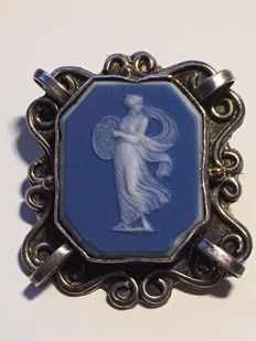 Silver brooch with blue layered agate – 1920