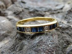 Gold (18 kt) ring with sapphires and diamonds