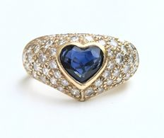 Ravishing 18 kt gold jonc ring with a 1 ct heart cut sapphire in the centre surrounded by extra white diamonds in pave (1 ct total).