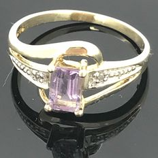 Ring with amethyst of 0.50 ct and diamond to the side. No minimum price.