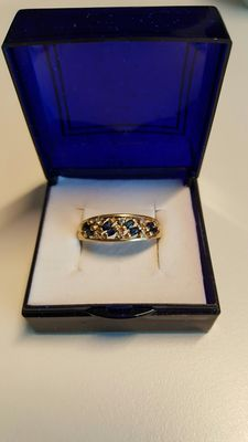 Yellow gold ring with six diamonds and eight sapphires