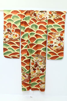 Silk, FURISODE Kimono ,surrounded by classic japanese designs - Japan - second half 20th century