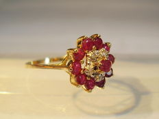 Gold ring with rubies approx. 0.82ct and diamonds approx. 0.08ct.