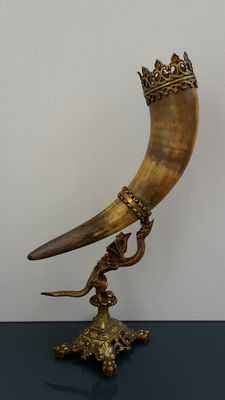 """Large bronze """"Horn of plenty"""" carried by a griffin - France - ca. 1900"""