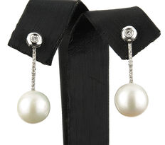 Two-in-one earrings in white gold with brilliant cut diamonds and fresh water pearls