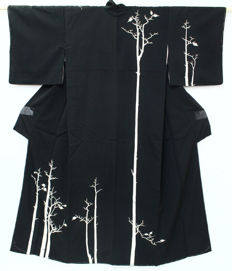 Silk black Kimono with handpainted painting- Japan - late 20th century