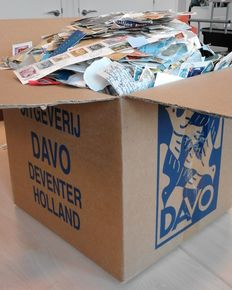World – box with 10  kilos of stamps on paper.