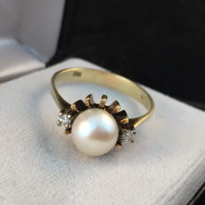 14 kt Gold ring with salt water pearl, approx. 7.5 mm, and diamonds, 0.04 ct – ring size 59+, the inner diameter is 18.8 mm