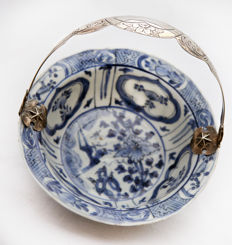 A fine silver-handled blue and white bowl - China - ca. 1600 ( Wanli period )