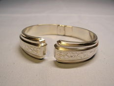 Victorian bangle with hand engravings