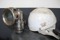 Helmet - Levior motorcycle helmet - 1955 + Carbide lamp Powell & Hanmer - 1910