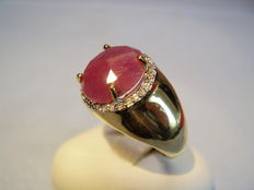 Ring with oval facetted ruby with white topaz entourage approx. 4.5ct in total.