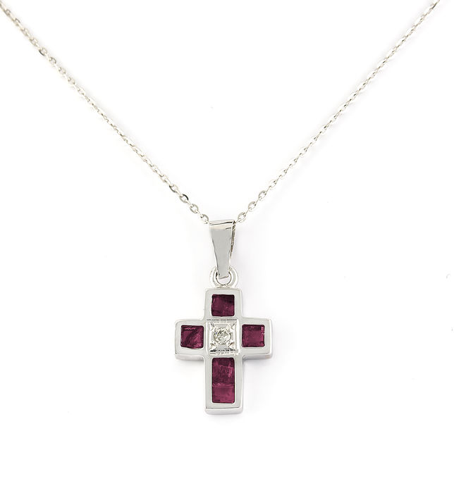 18 kt (750/000) White gold - Cross - Diamond 0.02 ct - Rubies 0.8 ct - Height and Width 17.75 mm x 9.2 mm (approx)