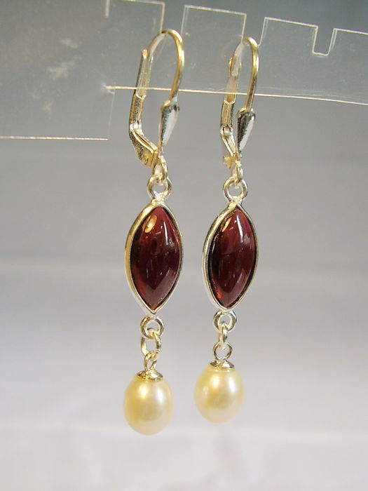 Earrings with garnet and genuine white cultivated pearls