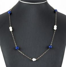 Yellow gold choker, with lapis lazuli measuring 10 mm in diameter, and baroque pearls.