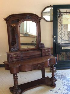 Victorian mahogany dressing table with tilting mirror - England - circa 1870