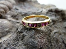 Gold (18 kt) ring with rubies and diamonds